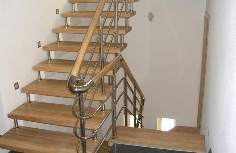 Комбинированные лестницы в Махачкале: элегантные и надежные