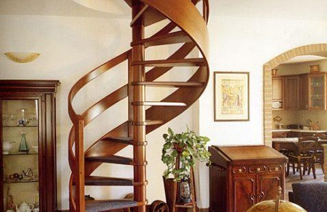 Из чего лучше сделать лестницу