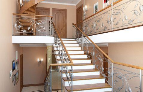 Лестница на второй этаж в Махачкале компания M-NIKEL.