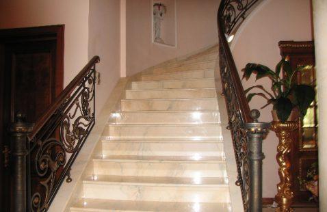 """Лестницы из керамики от компании """"М-Никель"""""""