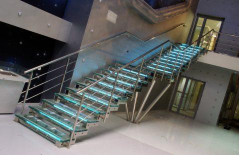 Лестницы из нержавеющей стали – выражение индивидуальности