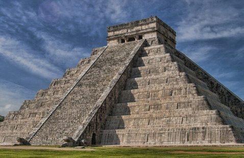 Появление первых лестниц и их символическое значение.