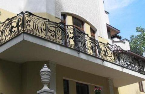 Балконные ограждения из кованых изделий