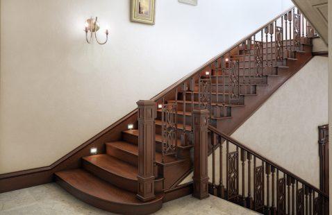Дубовые лестницы - элегантность и надёжность на долгие годы
