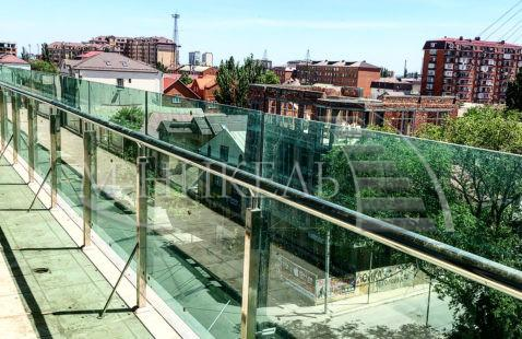 Стеклянное ограждение лестниц и балконов в Махачкале
